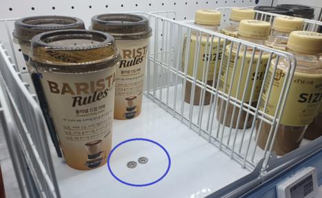 파란색으로 표시한 부분이 무게 감지 센서 덕분에 AI(인공지능)가 고객이 어떤 상품을 장바구니에 담았는지를 알 수 있다./안상희 기자