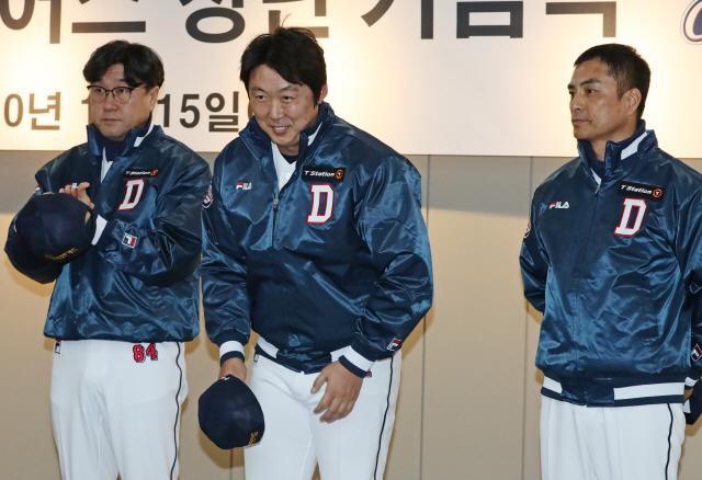 배영수 코치(가운데). 연합뉴스