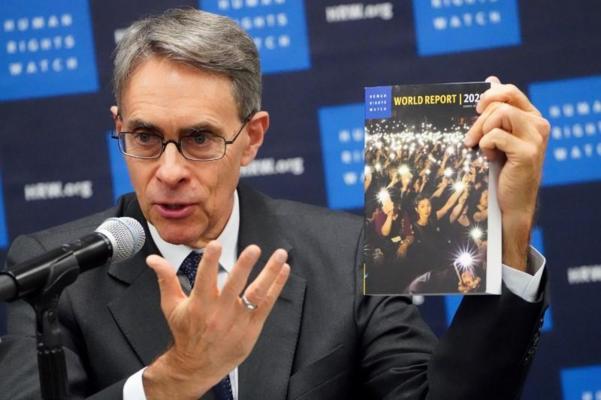 인권 단체 휴먼라이츠워치 사무총장 케네스 로스가 14일 뉴욕 유엔본부에서 '세계 보고서 2020'을 발표하고 있다.  /로이터 연합뉴스