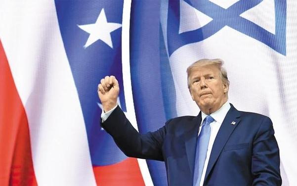 필립 러커, 캐럴 D. 르닉 워싱턴포스트 기자는 최근 펴낸 책 '매우 안정된 천재(A Very Stable Genius·사진)'에서 트럼프 대통령을 '가끔 위험할 정도로 무식하다'라고 평가했다./AFP