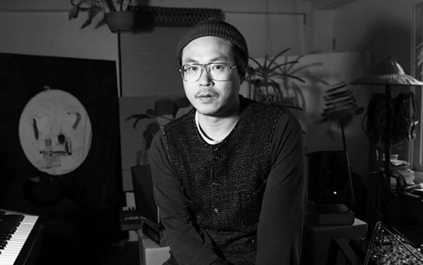 미술이든 음악이든 완성도는 믿지 않는다고 했으나 그가 만든 작품은 강한 아우라를 풍긴다. 솔로 앨범 '반성의 시간(2008)'이나 방백 프로젝트 '너의 손(2015)' 등등.