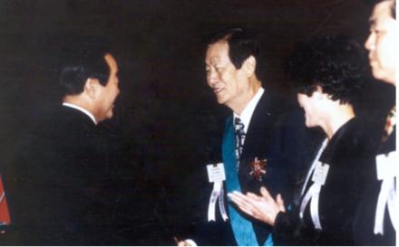 1995년 9월27일 27회 금탑산업훈장 수상한 신격호 롯데명예회장./롯데그룹 제공