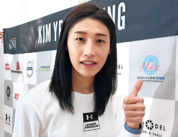 18일 인천국제공항에서 출국 전 만난 김연경.