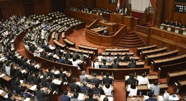 지난 2018년 6월 일본 국회에서 일하는방식개혁 관련 노동법안 8개를 심사하는 모습 . / 연합뉴스