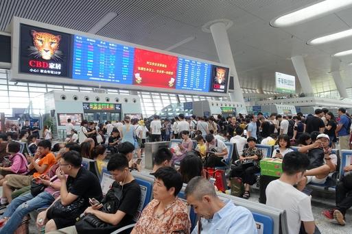 중국 춘제(설) 연휴를 앞두고 신형 코로나바이러스 확산 우려가 커지고 있다. 사진은 중국 항저우시 기차역의 모습. /김남희 특파원