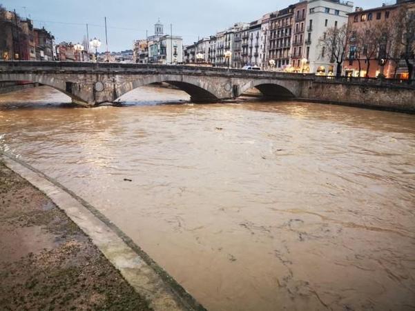 홍수가 난 스페인 북동부 헤로나주의 거리 모습.  /트위터 캡쳐