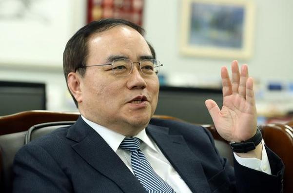 김성한 전 외교부 차관이 지난 22일 고려대 국제대학원장실에서 인터뷰를 하고 있다./박상훈 기자