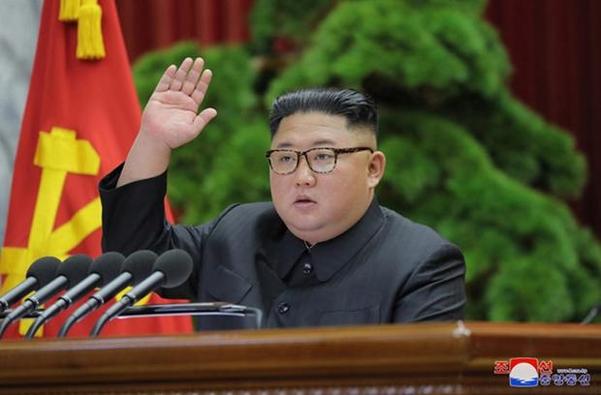 김정은 북한 국무위원장이 지난달 31일 노동당 중앙위원회 본부청사에서 제7기 제5차 전원회의를 지도했다고 1일 조선중앙통신이 보도했다. /조선중앙통신
