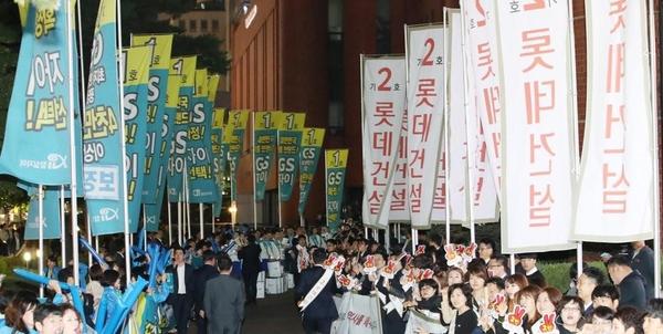 2017년 10월 11일 서울 송파구 신천동 교통회관에서 미성·크로바 재건축 사업 시공사 선정을 위한 조합원 투표가 열렸다. /연합뉴스