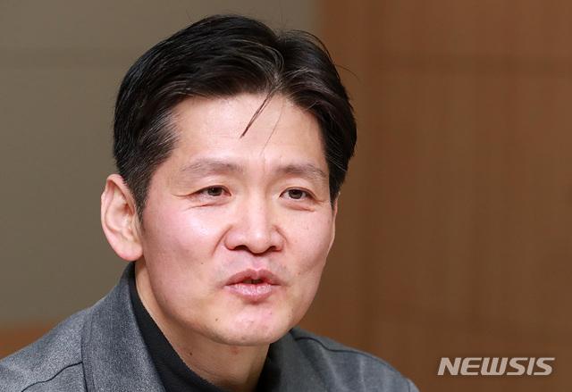 정규리그 1000경기 출장 기록 달성한 장준혁 심판