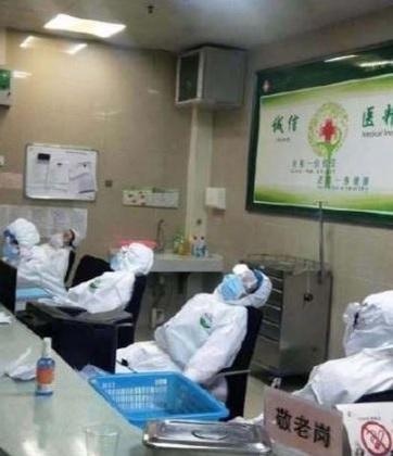 중국 내 의료진의 감염, 물자 부족, 과로 문제가 심각하다고 외신이 전했다.