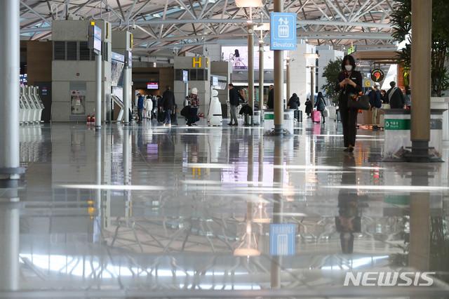 한산한 모습의 인천공항 출국장