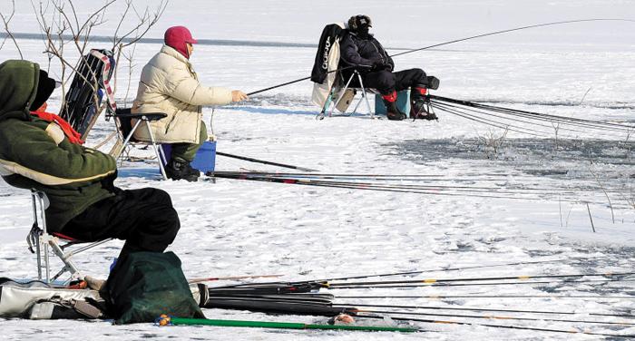 겨울엔 얼음이 얼어야 낚시꾼도 좋고 물고기도 좋다. 호수나 강의 얼음은 온실 유리 역할을 해 물속을 오히려 따뜻하게 만든다.