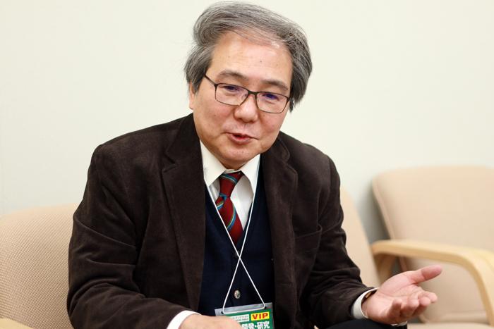"""간노 료지 도쿄공업대 교수는 자신의 연구를 바탕으로 도요타의 전고체전지 전기차가 올해 나오는 데 대해 """"실물이 나온다니 설렌다""""면서 """"앞으로 세계에서 더 많은 연구 경쟁이 일어나길 바란다""""고 했다."""