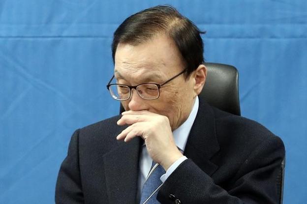 더불어민주당 이해찬 대표가 14일 국회 의원회관에서 열린 확대간부회의에서 생각에 잠겨있다. /연합뉴스