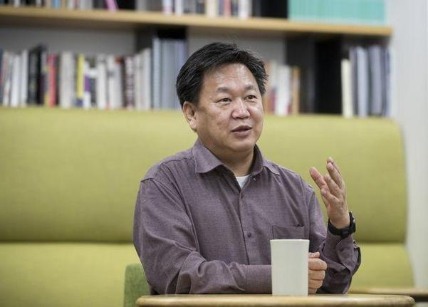 지난 11일 서울 종로구 메리츠자산운용 사무실에서 존리 메리츠자산운용 대표가 인터뷰를 갖고 있다. /김지호 기자