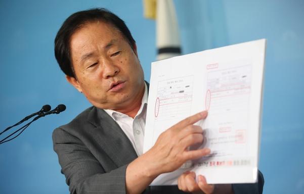자유한국당 주광덕 의원이 지난해 9월 여의도 국회 정론관에서 조국 법무부 장관 관련 기자회견을 하고 있다. /연합뉴스
