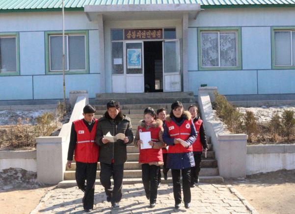 국제적십자사연맹(IFRC)은 북한에 우한 코로나(코로나19) 대응과 관련한 의료 장비 및 진단 키트를 지원하기 위해 유엔이 대북 제재를 면제했다고 밝혔다. 사진은 북한 적십자 활동 모습. /IFRC 제공