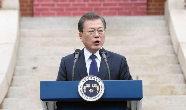 문재인 대통령이 1일 종로구 배화여고에서 3.1절 기념사를 하고 있다. /연합뉴스