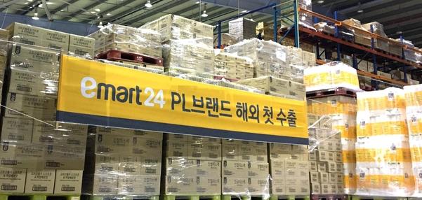 이마트24 영남권 상온센터에 호주 수출 상품이 적재됐다./이마트24