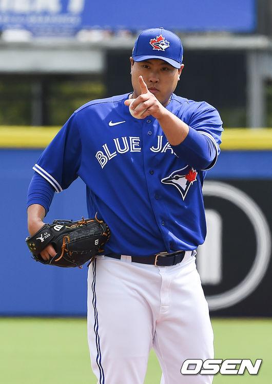 """""""류현진, 몸값할 수 있을까?…건강하다면 분명 도움"""" MLB.com ..."""