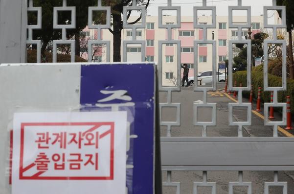 국내 첫 아파트 대상 코호트 격리가 이뤄진 대구 한마음아파트. /연합뉴스