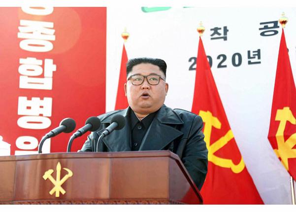 김정은 국무위원장이 17일 평양종합병원 착공식에 참석해 연설을 했다고 노동신문이 18일 보도했다. /노동신문·연합뉴스