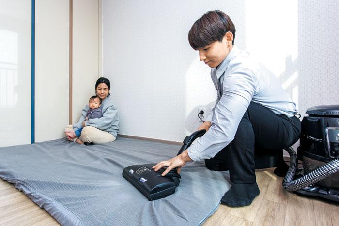 가정 방문 방역 서비스는 업체에 따라 방역에 침구류·후드 클리닝 등 홈케어도 진행한다.