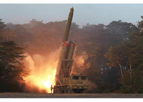 지난 10일 북한 노동신문이 공개한 초대형 방사포./노동신문