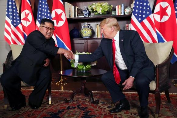 도널드 트럼프 미국 대통령(오른쪽)과 김정은 북한 국무위원장. /AP연합뉴스