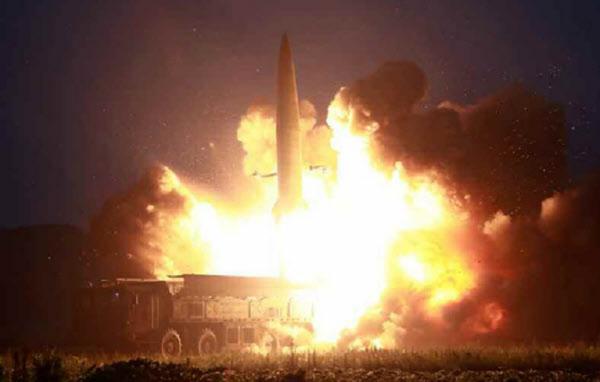 북한이 지난해 8월 6일 발사한 이스칸데르급 미사일/노동신문