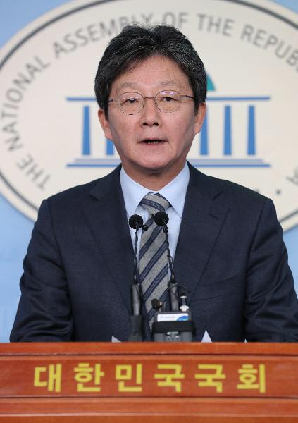 미래통합당 유승민 의원이 지난달 9일 국회 정론관에서 총선 불출마를 선언하고 있다. /남강호 기자
