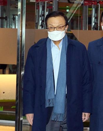 더불어민주당 이해찬 대표가 26일 서울 여의도 한 음식점에서 비례연합정당인 더불어시민당으로 이적하는 의원들과의 오찬을 위해 도착하고 있다/ 연합뉴스