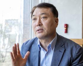 열린민주당 비례대표 후보인 황희석 전 법무부 인권국장이 26일 서울 여의도의 한 카페에서 본지와 인터뷰하고 있다.