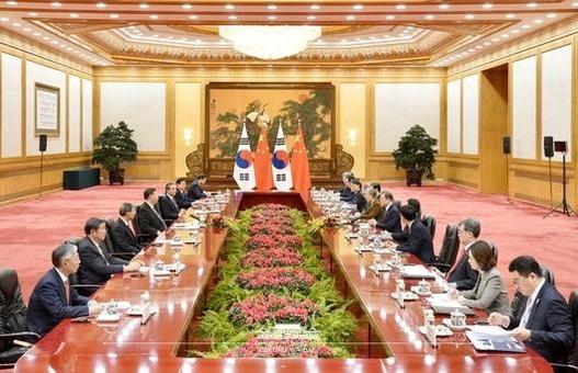 문재인 대통령(오른편)과 시진핑 중국 국가주석이 2019년 12월 23일 중국 베이징 인민대회당에서 한·중 정상회담을 하고 있다. /청와대