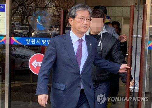 군수직을 상실한 이선두 의령군수./연합뉴스