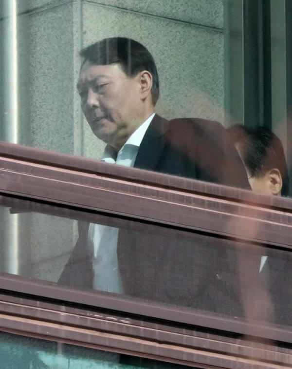 구내식당으로 이동하는 윤석열 검찰총장/장련성 기자