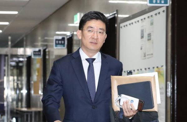 미래통합당 김세연 의원이 지난 14일 국회에서 열린 당 공천관리위원회 회의에 참석하고 있다. /연합뉴스