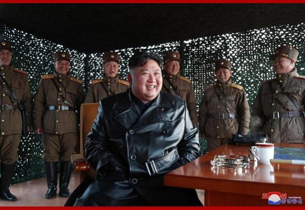 김정은 북한 국무위원장이 지난 21일 전술유도무기 시범사격을 참관했다고 조선중앙통신이 지난 22일 보도했다./연합뉴스, 조선중앙통신