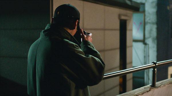 /디엔와이 준혁(김성철)과 성민(이시언)이 범죄 조직을 쫓기 시작한 뒤부터 그들도 누군가의 감시를 당하게 된다.