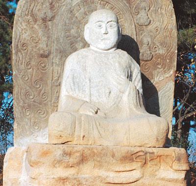 1989년 촬영한 익산 연동리 석조여래좌상.