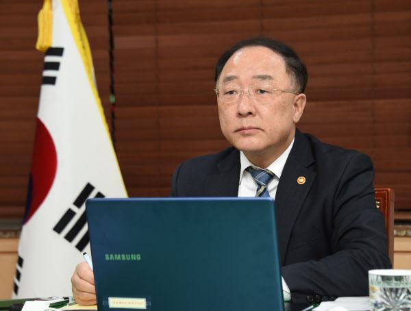지난달 31일 화상으로 열린 제2차 G20 특별 재무장관·중앙은행총재 회의에 참석한 홍남기 경제부총리/기획재정부