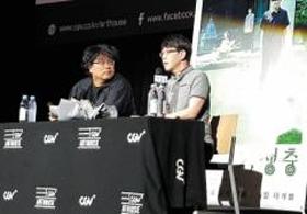 영화 '기생충' 관객과의 대화에 참석한 봉준호(왼쪽) 감독과 이동진.