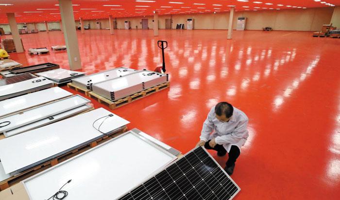 지난 1일 충남 아산의 태양광 패널 제조업체인 JSPV 공장 2층이 텅 비어 있다.