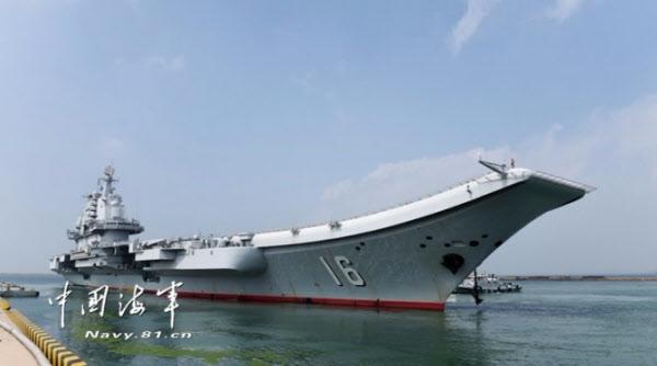 2012년 9월 25일 정식 취역한 중국의 첫 항공모함 랴오닝함/중국해군망