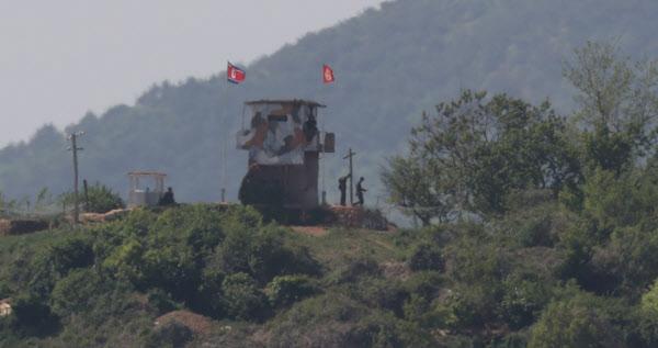 경기 파주 지역 북한군 GP의 모습. /조선일보DB