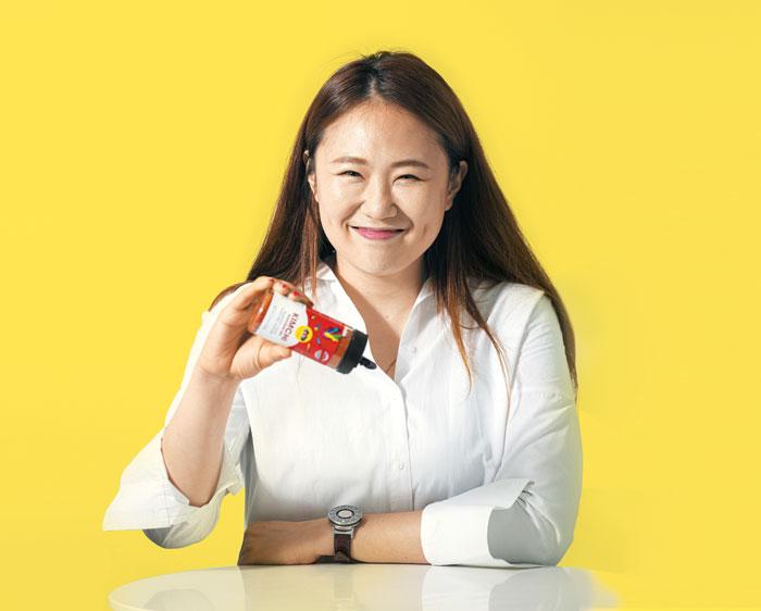 """'김치 시즈닝'으로 미국 시장에 진출한 안태양 푸드컬쳐랩 대표는 환하게 잘 웃었다. 그는 """"필리핀 마닐라 야시장에서 떡볶이 장사할 때 웃는 연습을 수도 없이 했다""""고 했다."""