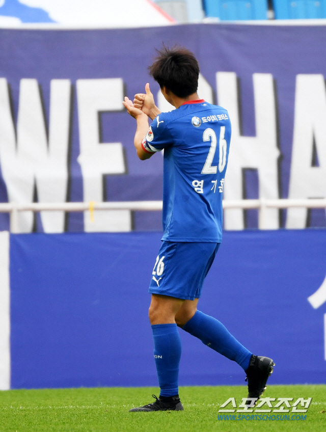 The 3rd round K-League 2020 match between Suwon Samsung and Incheon United was held on the 23rd at the Suwon World Cup Stadium, and Suwon Ki-Hoon shared the joy by scoring a penalty goal. Suwon = Reporter Hur Sang-wook wook@sportschosun.com/2020.05.23/