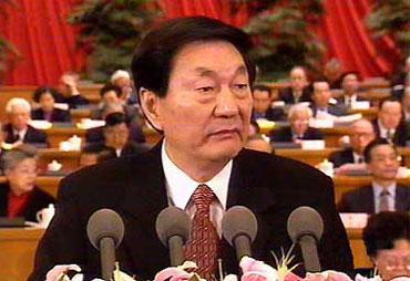 2003년 전국인민대표대회 개막식에 주룽지 당시 총리가 정부 업무 보고를 하고 있다./인터넷