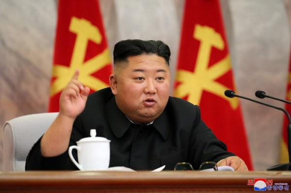 북한 노동당 중앙군사위에 참석한 김정은 /연합뉴스
